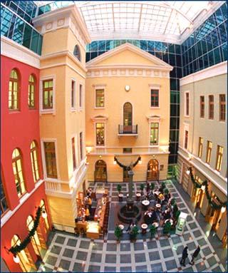 """""""Невский Атриум """" располагается в историческом центре города, непосредственно на главной магистрали Санкт-Петербурга..."""